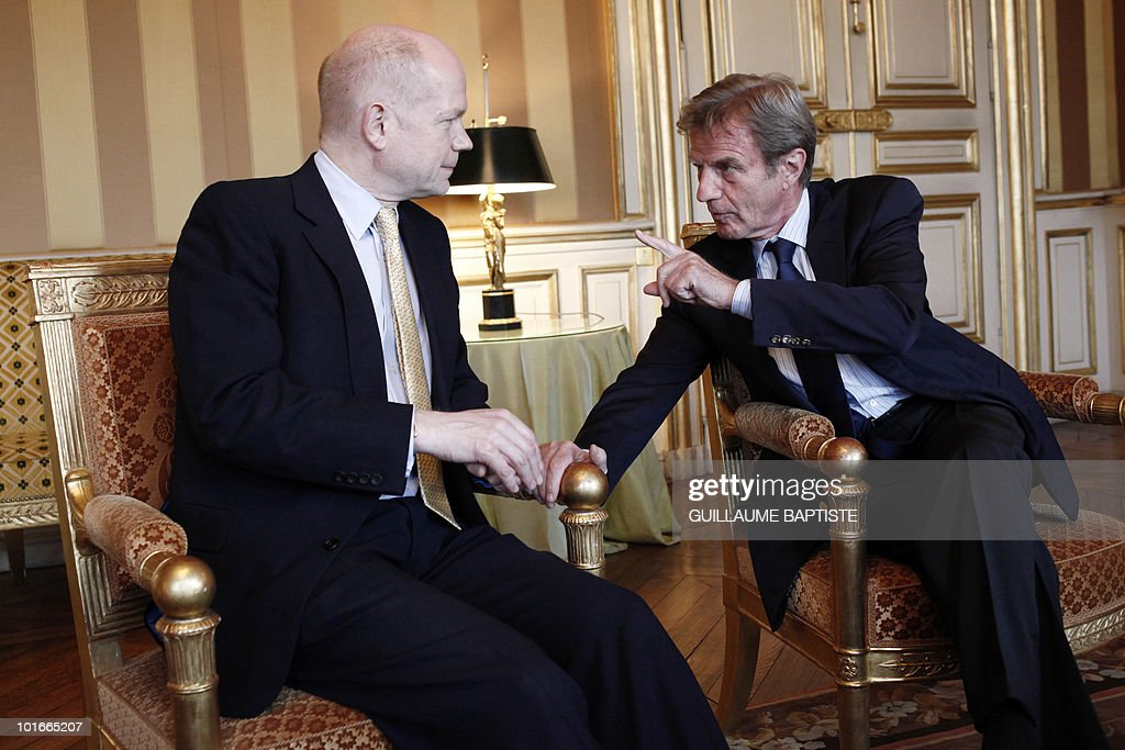 France's Foreign Minister Bernard Kouchner speaks to his British counterpart William Hague on June 6, 2010 at the Quai d'Orsay in Paris before talks.