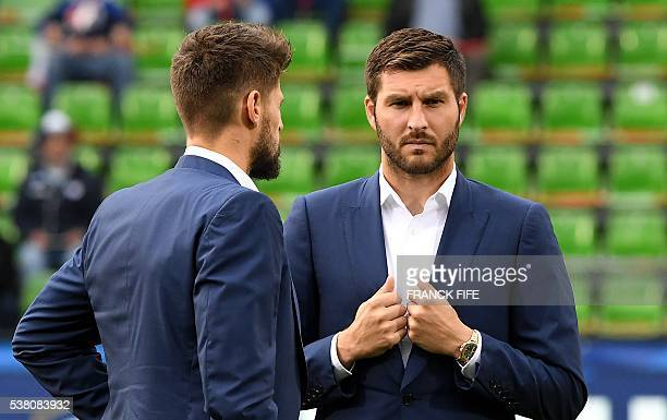 France's forward Andre Pierre Gignac speaks with France's goalkeeper Benoit Costil before the friendly football match between France vs Scotland at...