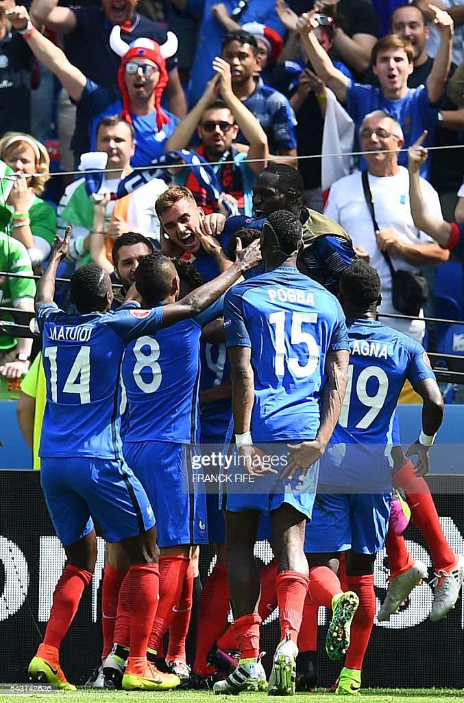France's forward Antoine Griezmann (C, top) celebrates with teammates after he scored during the Euro 2016 round of 16 football match between France and Republic of Ireland at the Parc Olympique Lyonnais stadium in Décines-Charpieu, near Lyon, on June 26, 2016. / AFP / FRANCK