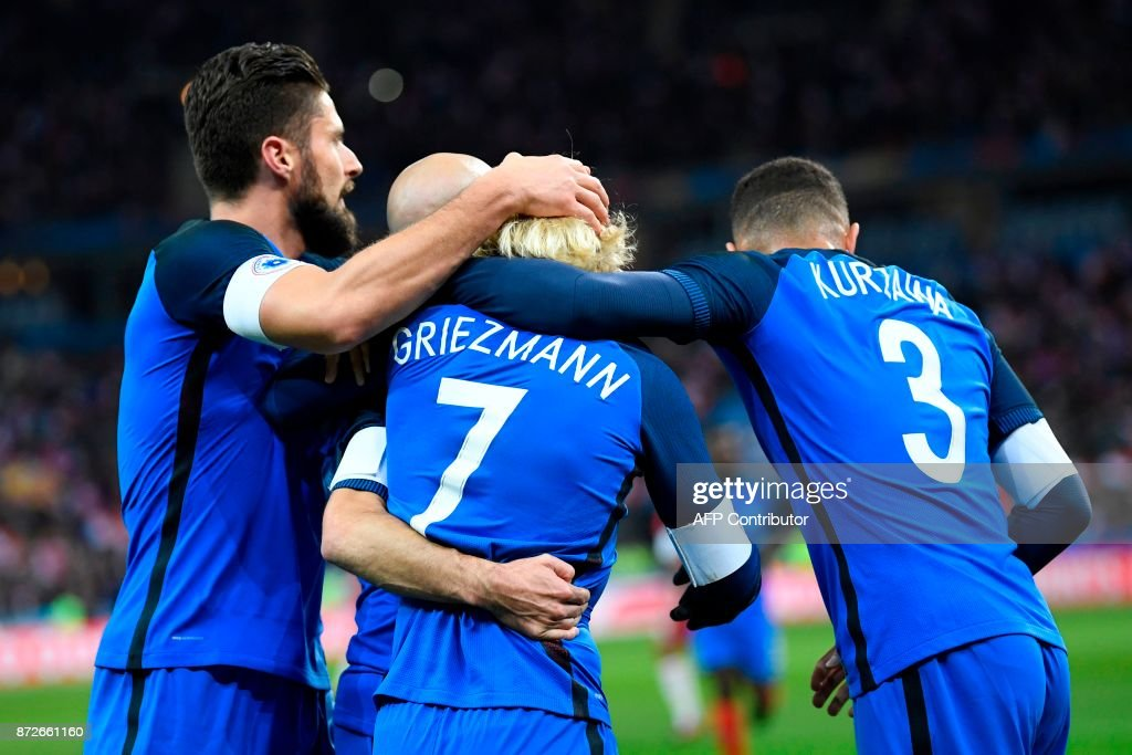 France's forward Antoine Griezmann (C) celebrates with teammates France's forward Olivier Giroud (L) and France's defender Layvin Kurzawa (R) after scoring a goal during the friendly football match between France and Wales at the Stade de France stadium, in Saint-Denis, on the outskirts of Paris, on November 10, 2017. /