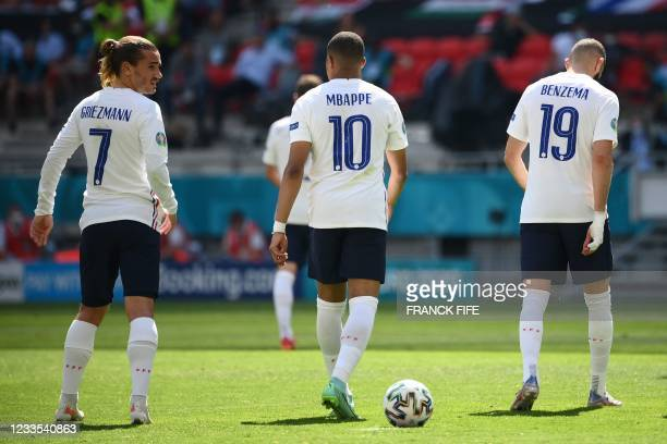 France's forward Antoine Griezmann, France's forward Kylian Mbappe and France's forward Karim Benzema prepare for a free kick during the UEFA EURO...