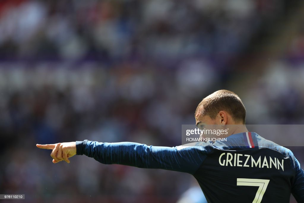 TOPSHOT - France's forward Antoine Griezmann gestures during the Russia 2018 World Cup Group C football match between France and Australia at the Kazan Arena in Kazan on June 16, 2018. (Photo by Roman Kruchinin / AFP) / RESTRICTED