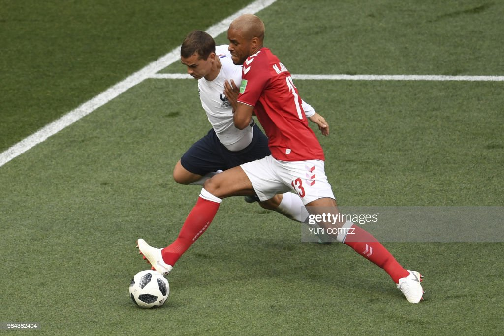 TOPSHOT - France's forward Antoine Griezmann is marked by Denmark's defender Mathias Jorgensen (R) during the Russia 2018 World Cup Group C football match between Denmark and France at the Luzhniki Stadium in Moscow on June 26, 2018. (Photo by YURI CORTEZ / AFP) / RESTRICTED