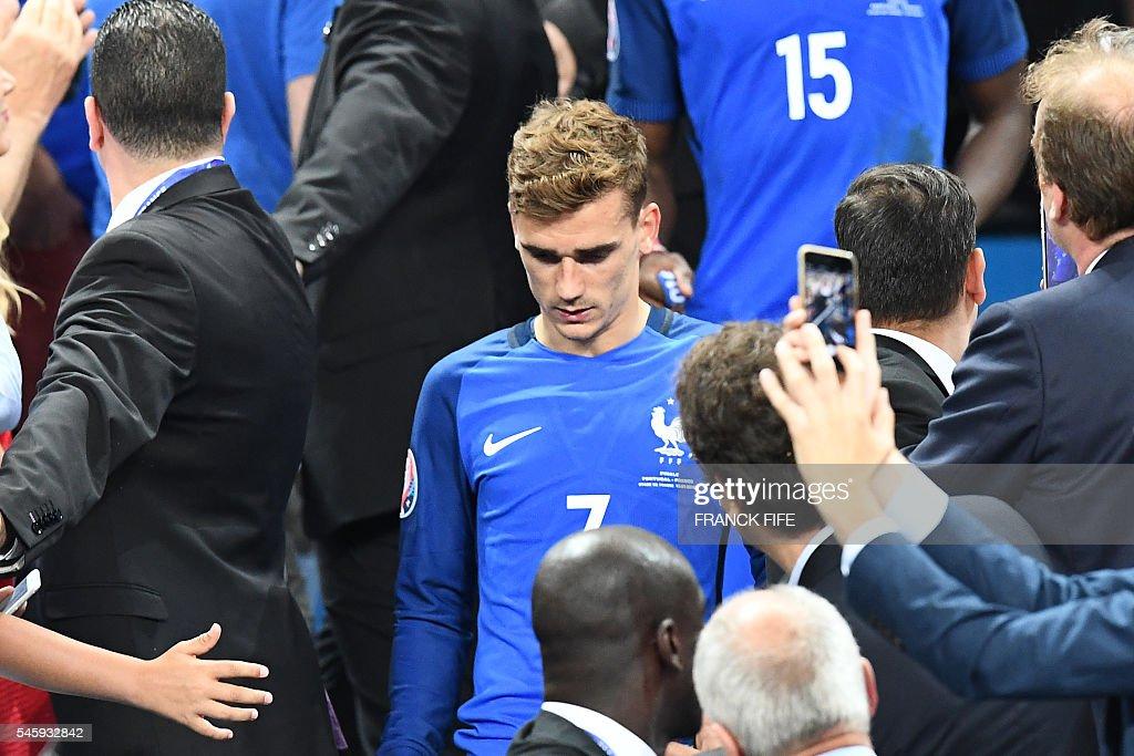 TOPSHOT-FBL-EURO-2016-MATCH51-POR-FRA : News Photo