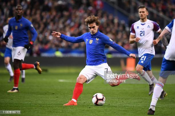 TOPSHOT France's forward Antoine Griezmann plays the ball during the UEFA Euro 2020 Group H qualification football match between France and Iceland...