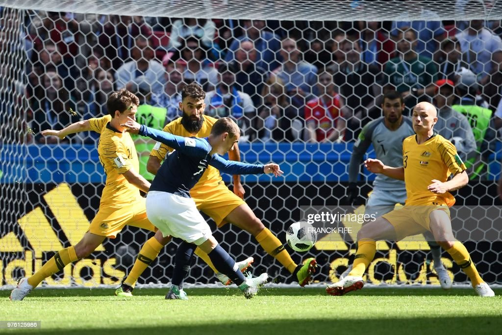 TOPSHOT - France's forward Antoine Griezmann (front) vies with Australia's forward Robbie Kruse (L), Australia's midfielder Mile Jedinak and Australia's midfielder Aaron Mooy (R) during the Russia 2018 World Cup Group C football match between France and Australia at the Kazan Arena in Kazan on June 16, 2018. (Photo by FRANCK FIFE / AFP) / RESTRICTED