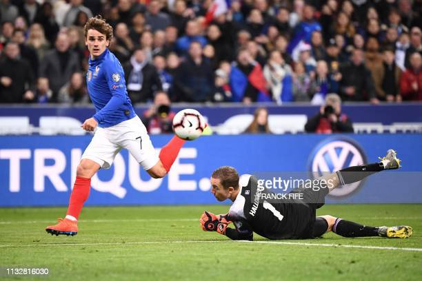 France's forward Antoine Griezmann vies with Iceland's goalkeeper Hannes Halldorsson before scoring the 40 goal during the UEFA Euro 2020 Group H...