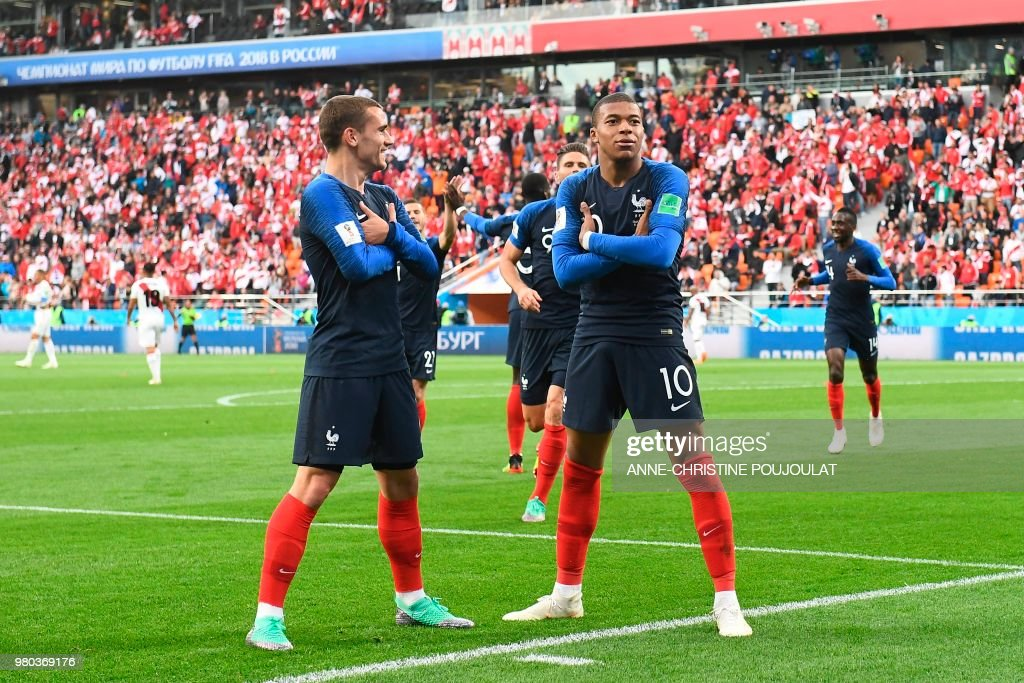 TOPSHOT - France's forward Kylian Mbappe (R) celebrates scoring the opening goal with his teammate forward Antoine Griezmann during the Russia 2018 World Cup Group C football match between France and Peru at the Ekaterinburg Arena in Ekaterinburg on June 21, 2018. (Photo by Anne-Christine POUJOULAT / AFP) / RESTRICTED