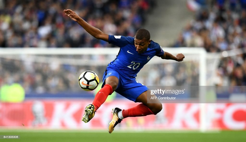 France's forward Kylian Mbappe controls the ball during the 2018 FIFA World Cup qualifying football match France vs Netherlands at the Stade de France in Saint-Denis, north of Paris, on August 31, 2017. /