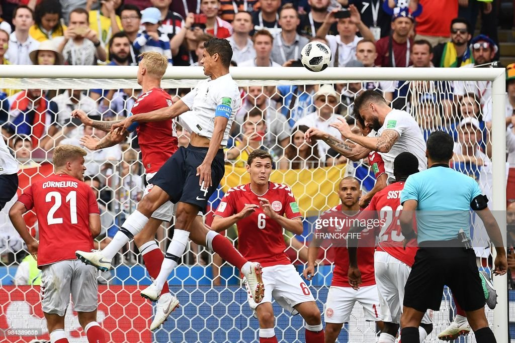 TOPSHOT - France's forward Olivier Giroud (R) heads the ball during the Russia 2018 World Cup Group C football match between Denmark and France at the Luzhniki Stadium in Moscow on June 26, 2018. (Photo by FRANCK FIFE / AFP) / RESTRICTED