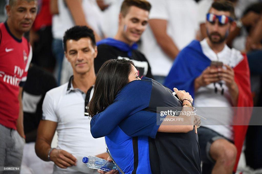frances-forward-olivier-giroud-hugs-his-wife-jennifer-giroud-as-he-picture-id545623784