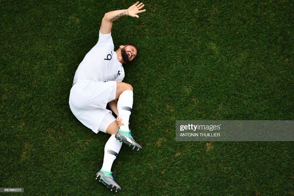 TOPSHOT - France's forward Olivier Giroud reacts after a challenge during the Russia 2018 World Cup quarter-final football match between Uruguay and France at the Nizhny Novgorod Stadium in Nizhny Novgorod on July 6, 2018.