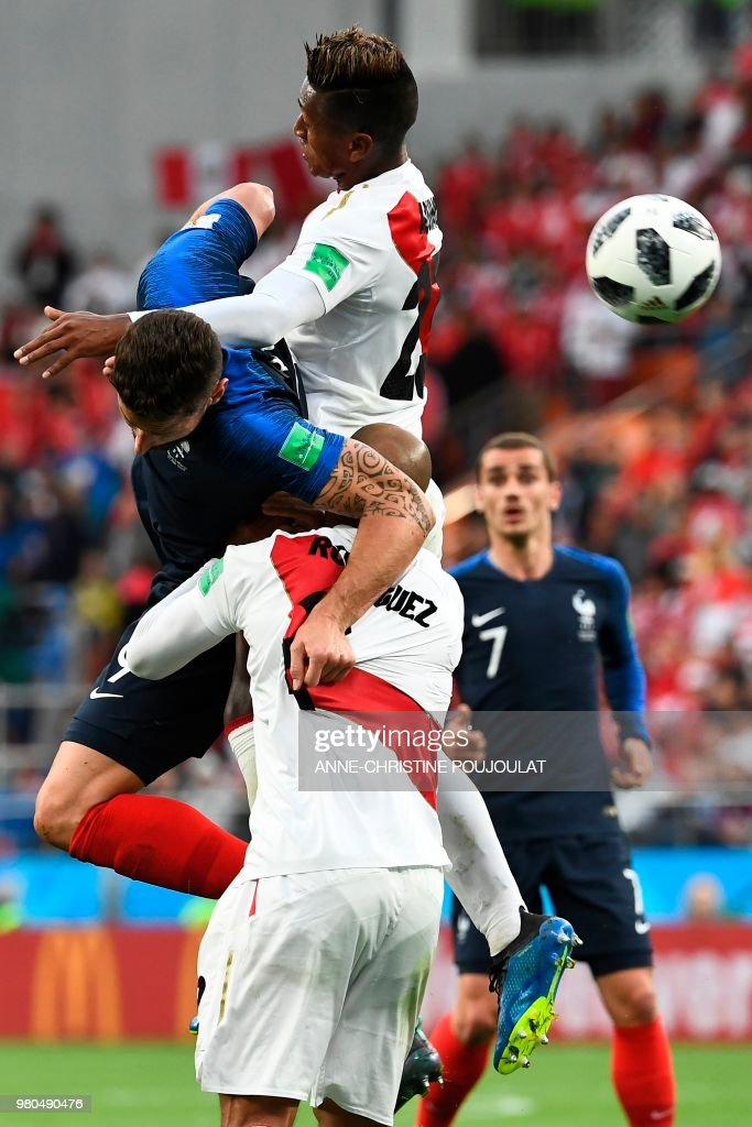 France's forward Olivier Giroud (L) vies for the ball with Peru's midfielder Pedro Aquino (top) and Peru's defender Alberto Rodriguezduring the Russia 2018 World Cup Group C football match between France and Peru at the Ekaterinburg Arena in Ekaterinburg on June 21, 2018. (Photo by Anne-Christine POUJOULAT / AFP) / RESTRICTED