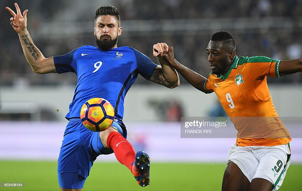 France's forward Olivier Giroud (L) vies with Ivory Coast's defender Wilfried Kanon during the friendly football match France vs Ivory Coast on November 15, 2016 at the Bollaert stadium in Lens. / AFP / FRANCK