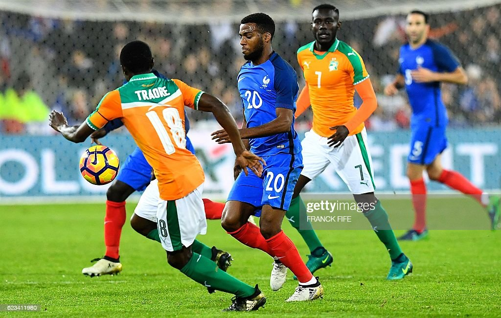 France's forward Thomas Lemar (C) vies with Ivory Coast's defender Adama Traore (L) during the friendly football match France vs Ivory Coast on November 15, 2016 at the Bollaert stadium in Lens. / AFP / FRANCK