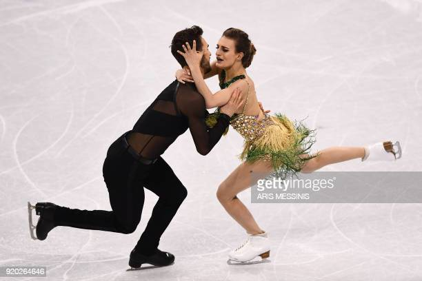 TOPSHOT France's Gabriella Papadakis and France's Guillaume Cizeron compete in the ice dance short dance of the figure skating event during the...