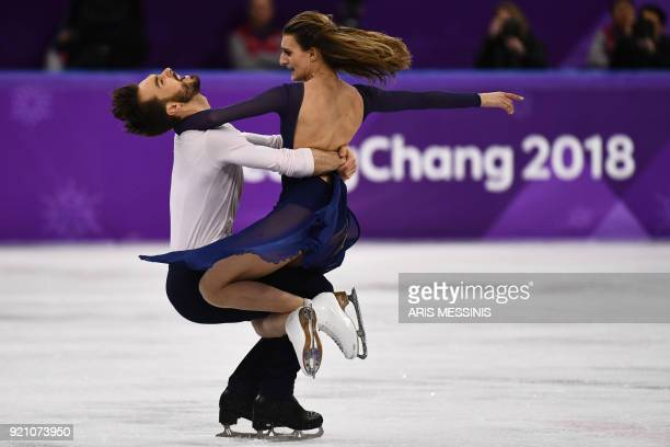 TOPSHOT France's Gabriella Papadakis and France's Guillaume Cizeron compete in the ice dance free dance of the figure skating event during the...