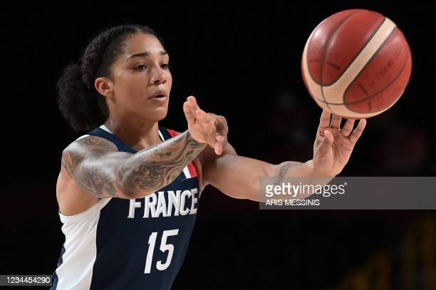 France's Gabrielle Williams passes the ball in the women's quarter-final basketball match between Spain and France during the Tokyo 2020 Olympic...