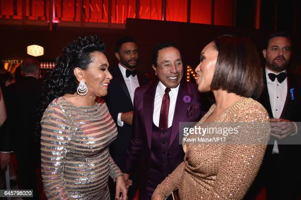 Frances Glandney singer Smokey Robinson and actor Kerry Washington attend the 2017 Vanity Fair Oscar Party hosted by Graydon Carter at Wallis...
