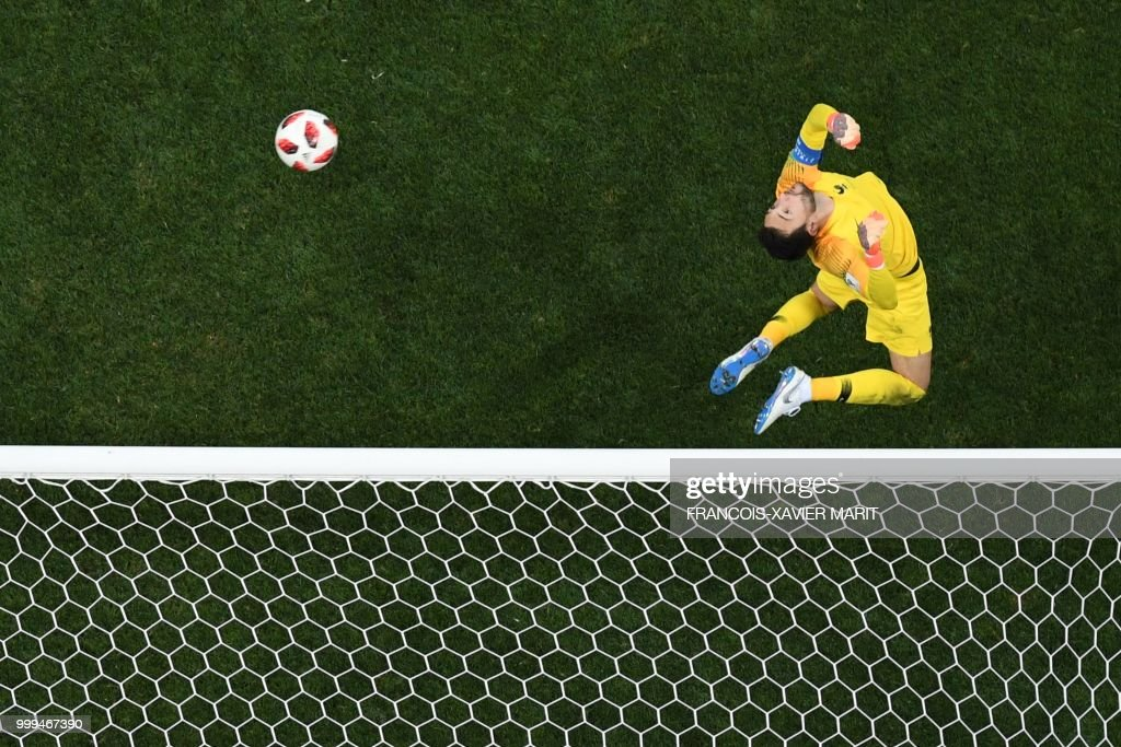 TOPSHOT-FBL-WC-2018-MATCH64-FRA-CRO : News Photo
