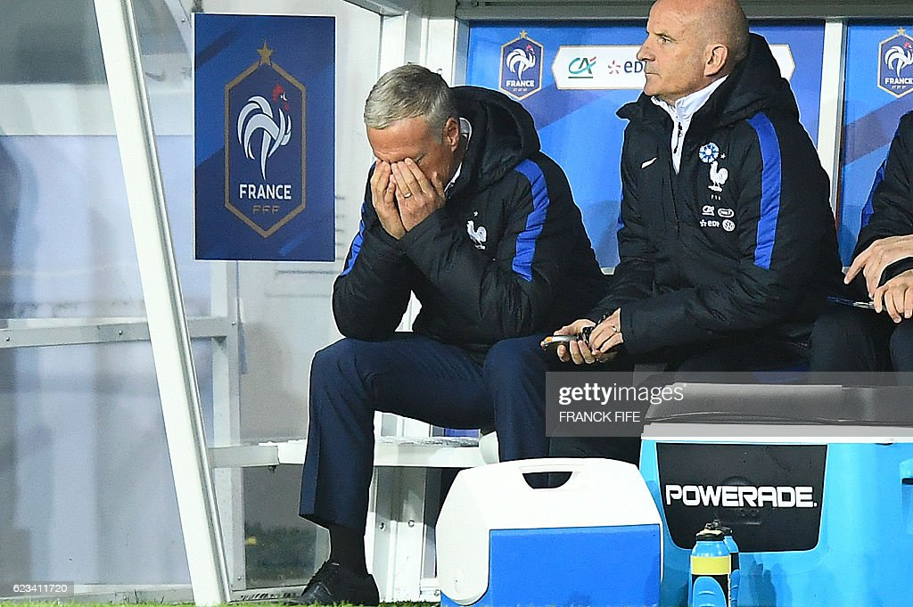 TOPSHOT - France's head coach Didier Deschamps (L) reacts during the friendly football match France vs Ivory Coast on November 15, 2016 at the Bollaert stadium in Lens. / AFP / FRANCK