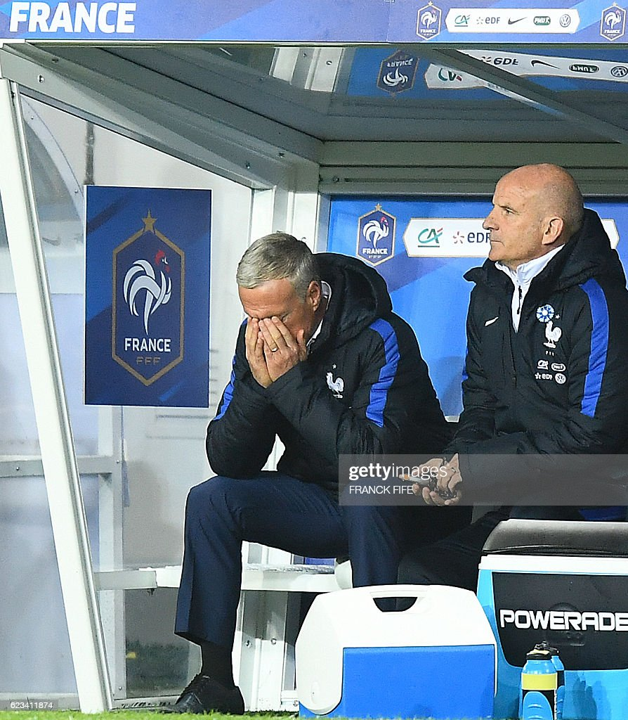 France's head coach Didier Deschamps (L) reacts during the friendly football match France vs Ivory Coast on November 15, 2016 at the Bollaert stadium in Lens. / AFP / FRANCK