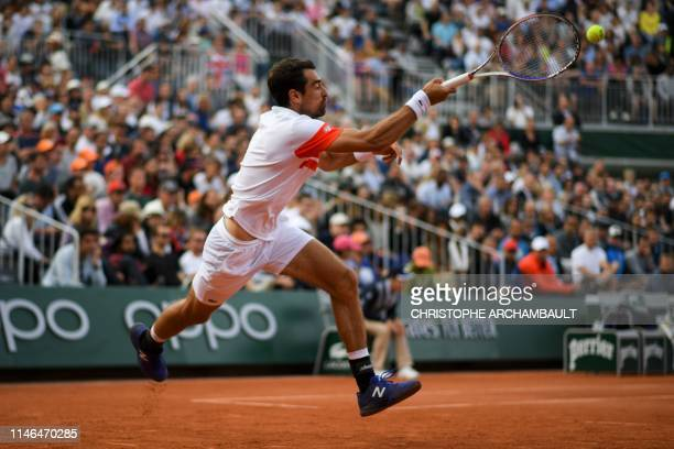 France's Jeremy Chardy returns the ball to Britain's Kyle Edmund during their men's singles first round match on day two of The Roland Garros 2019...