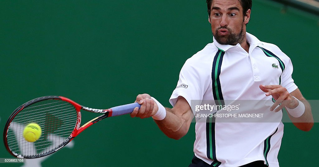 France's Jeremy Chardy returns the ball to Spain's Roberto Bautista-Agut during the Monte-Carlo ATP Masters tennis match in Monaco on April 12, 2016. AFP PHOTO / JEAN CHRISTOPHE MAGNENET / AFP / Jean-Christophe MAGNENET