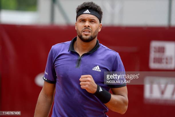 France's JoWilfried Tsonga reacts during his men's singles 3rd round match against Monaco's Hugo Nys on day 4 of the ATP Challenger Tour tennis...