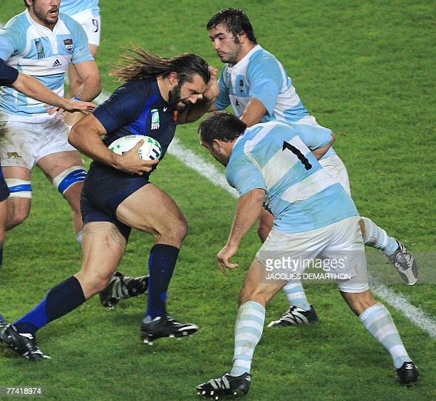 France's lock Sebastien Chabal vhallenges Argentina's hooker Alberto Vernet Basualdo and prop Rodrigo Roncero during the rugby union World Cup third...