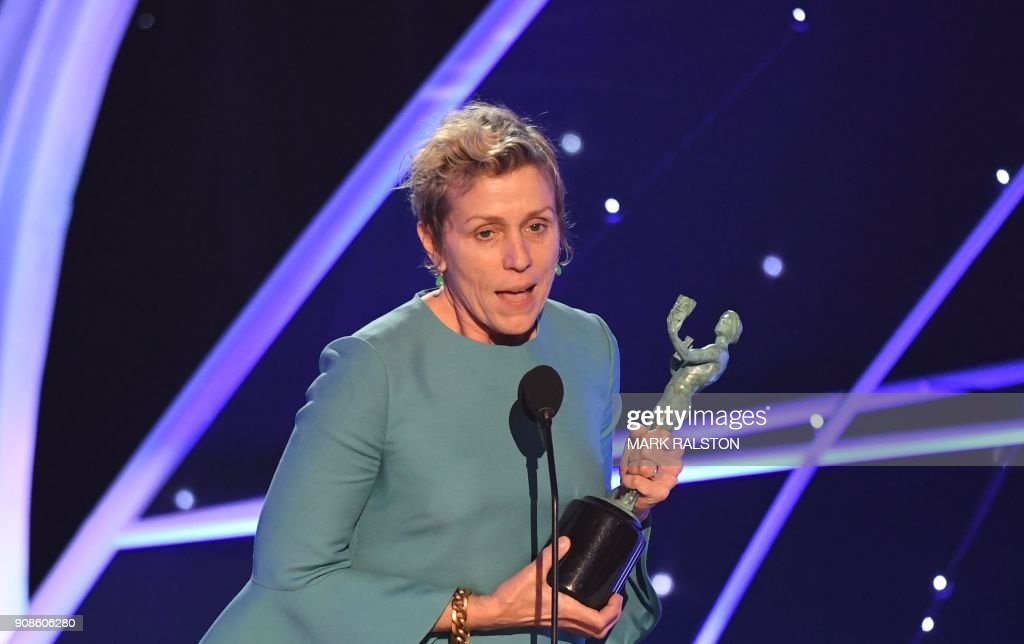 TOPSHOT - Frances McDormand receives the award for Outstanding Performance by a Female Actor in a Leading Role during the 24th Annual Screen Actors Guild Awards show at The Shrine Auditorium on January 21, 2018 in Los Angeles, California. / AFP PHOTO / Mark RALSTON