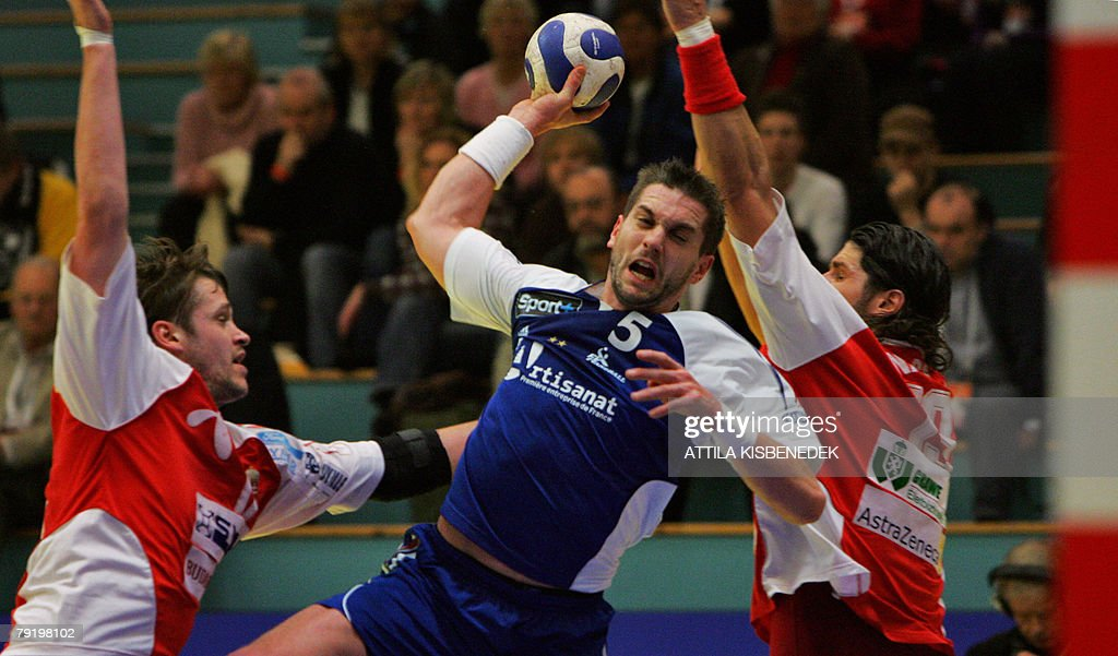 France's middle back Guillaume Gille (C) shoots at Hungary's goal during their 8th Men's European Handball Championship Main Round match, 24 January 2008 at the Spektrum sports hall in Trondheim.