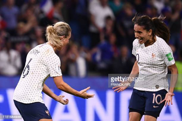 TOPSHOT France's midfielder Amandine Henry celebrates after scoring a goal during the France 2019 Women's World Cup round of sixteen football match...