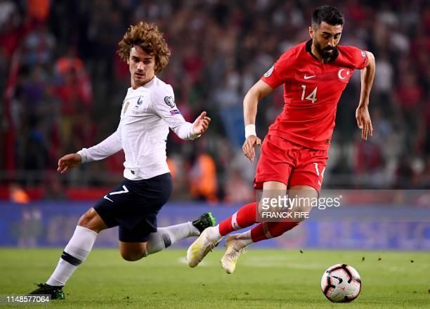 France's Midfielder Antoine Griezmann vies with Turkey's midfielder Mahmut Tekdemir during the Euro 2020 football qualification match between Turkey...