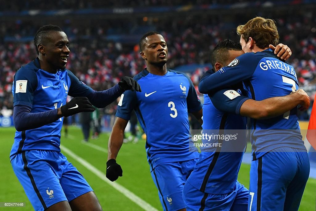 France's midfielder Dimitri Payet (2nd-R) celebrates with teammates after scoring a goal during the 2018 World Cup group A qualifying football match between France and Sweden at the Stade de France in Saint-Denis, north of Paris, on November 11, 2016. / AFP / FRANCK