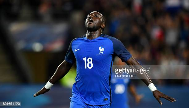 France's midfielder Moussa Sissoko celebrates his goal during the friendly football match France vs Paraguay on June 2 2017 at the Roazhon Park...