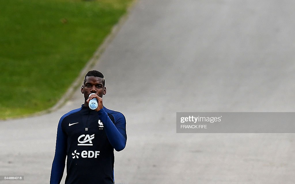 FBL-EURO-2016-FRANCE-TRAINING : News Photo