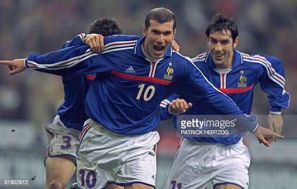 France's midfielder Zinedine Zidane celebrates with his teammates after goaling against Poland during the friendly match 23 February 2000 at the...