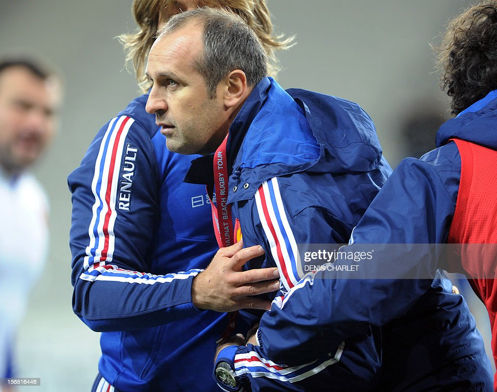 France's national team rugby union coach Philippe Saint-Andre takes part in a training session on November 16, 2012 in Villeneuve-d'Ascq, northern France, on the eve of the team's second autumn test match. France will face Argentina.