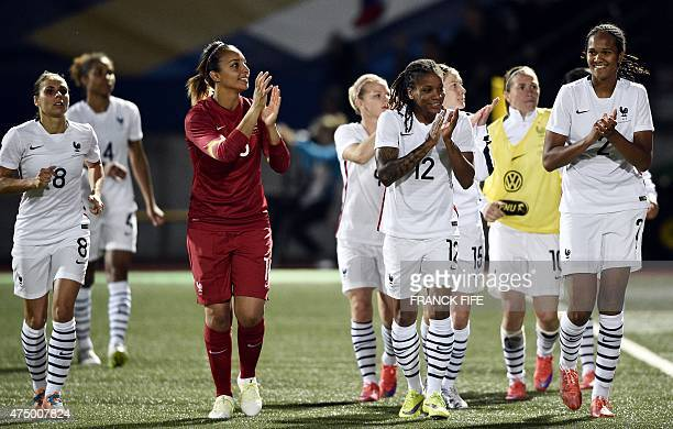 France's national team's players applaud at the end of the friendly football match France vs Scotland on May 28 2015 at the Marcel Picot stadium in...