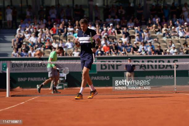 France's Nicolas Mahut reacts during his men's singles third round match against Argentina's Juan Ignacio Londero on day six of The Roland Garros...