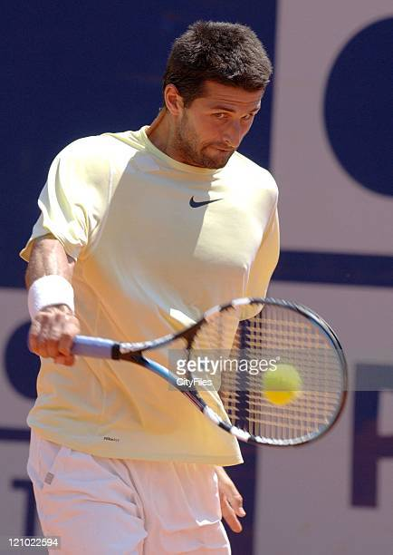 France's Olivier Patience vs American Vicent Spadea during their Men's Singles Day 4 match at the Estoril Open in Portugal May 3 2007