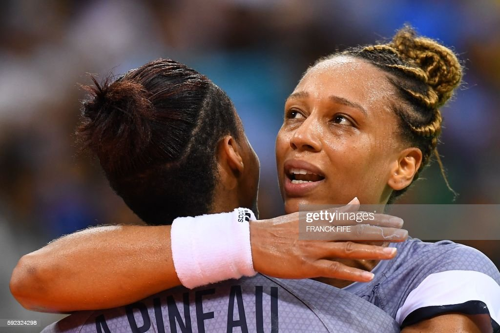 TOPSHOT - France's pivot Beatrice Edwige (R) and France's left back Allison Pineau react after loosing the women's Gold Medal handball match France vs Russia for the Rio 2016 Olympics Games at the Future Arena in Rio on August 20, 2016. /