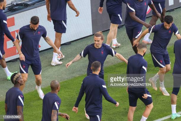France's players including France's forward Olivier Giroud and France's forward Antoine Griezmann warm up with their teammates during the MD-1...