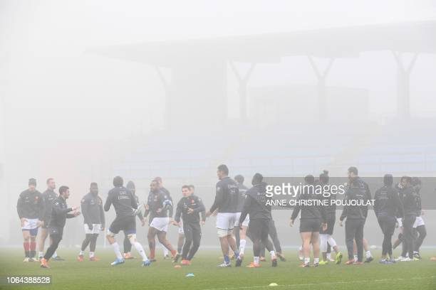 TOPSHOT France's players practice during a training session on November 23 2018 in Marcoussis southern Paris on the eve of the rugby union Test match...