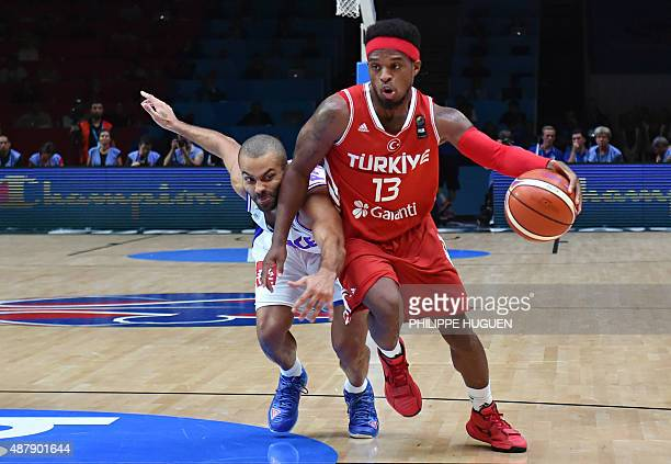 France's point guard Tony Parker defends against Turkey's point guard Ali Muhammed during the round of 16 basketball match between France and Turkey...