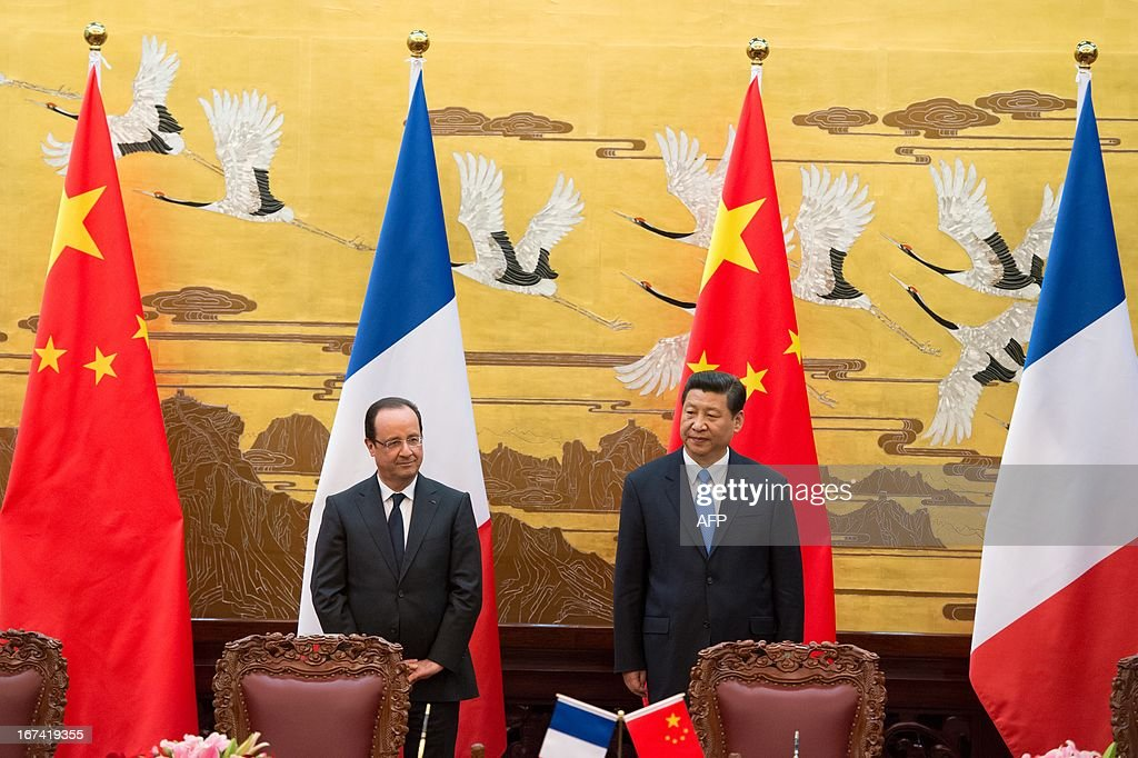 France's President Francois Hollande (L) and his Chinese counterpart Xi Jinping (R) take part in a signing ceremony between France and China at the Great Hall of the People in Beijing on April 25, ...