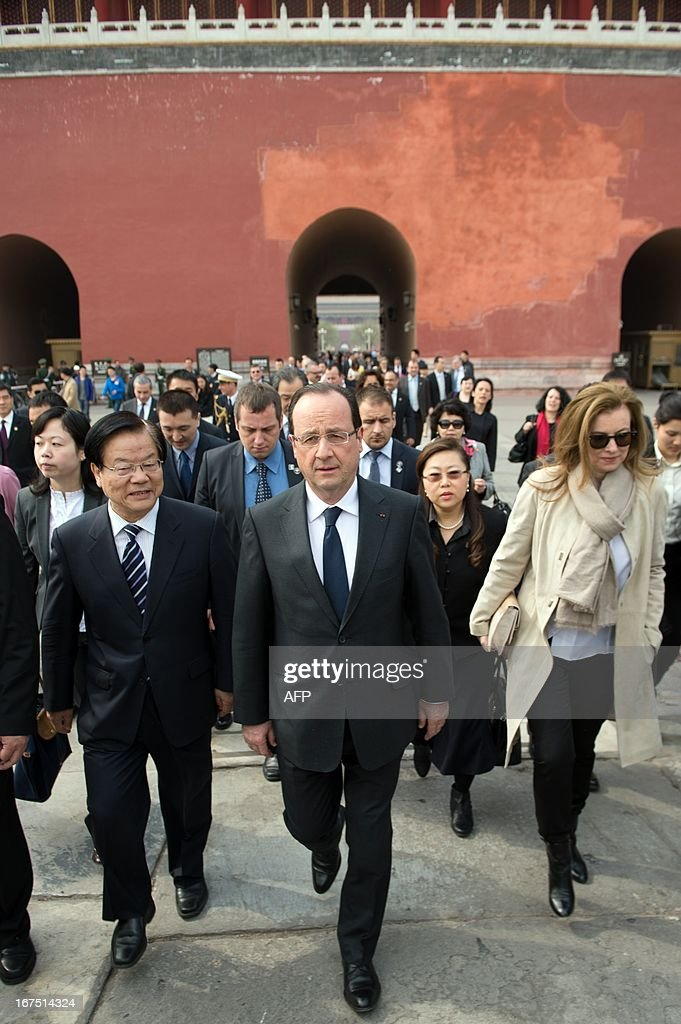 France's President Francois Hollande (C) and his partner Valerie Trierweiler (R) visit the Forbidden City as part of a two-day visit in Beijing on April 26, 2013. Hollande arrived in Beijing on April 25 for a two-day China trip aimed at boosting exports to China, with hopes that deals can be reached over the sale of aircraft and nuclear power.