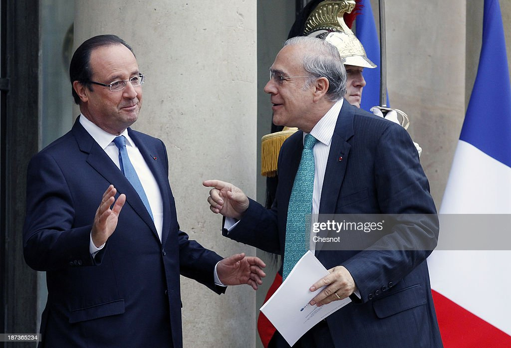France's President Francois Hollande (L) welcomes Organisation for Economic Co-operation and Development (OECD) Secretary General Jose Angel Gurria prior to a meeting at the Elysee Presidential Palace on November 8, 2013 in Paris, France. The rating of France's sovereign debt has been downgraded for the second time in two years, as ratings agency Standard and Poor's cut the nation's credit rating from AA+ to AA.