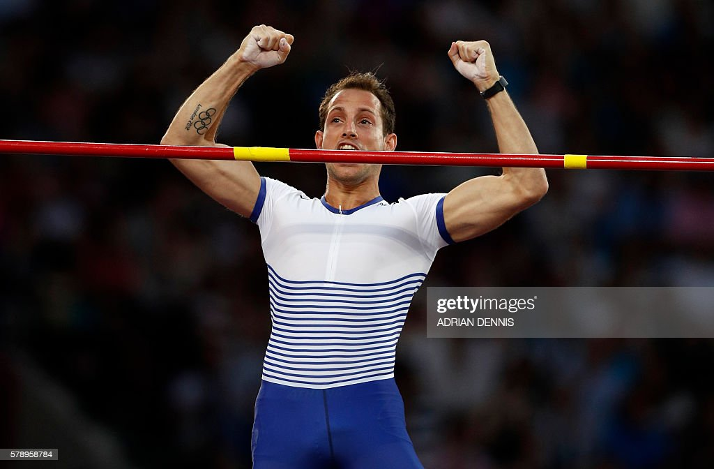 France's Renaud Lavillenie reacts to making a clearance during the men's pole vault event at the IAAF Diamond League Anniversary Games athletics meeting at the Queen Elizabeth Olympic Park stadium in Stratford, east London on July 22, 2016. / AFP / Adrian DENNIS